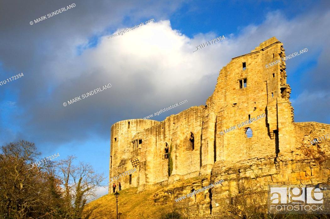 Imagen: The Castle Ruins Barnard Castle County Durham England.