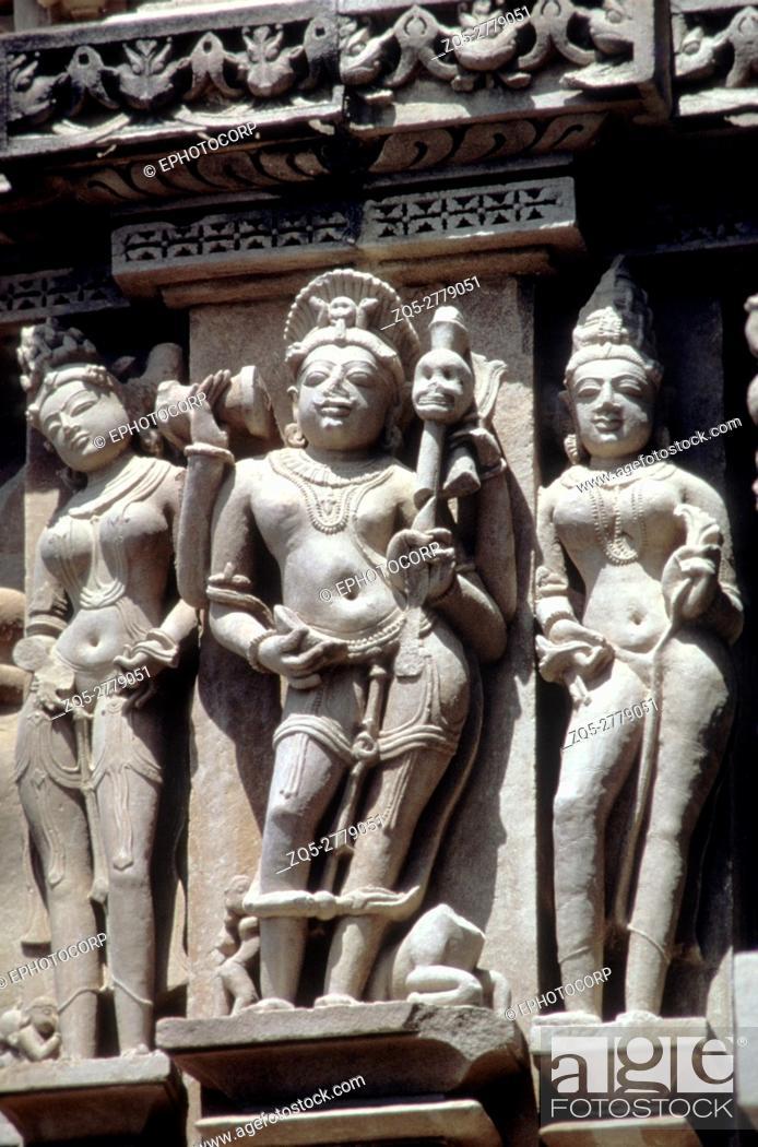 Imagen: Khajuraho (india) Kandariya Mahadev Temple detail S. W. middle section lower figure.