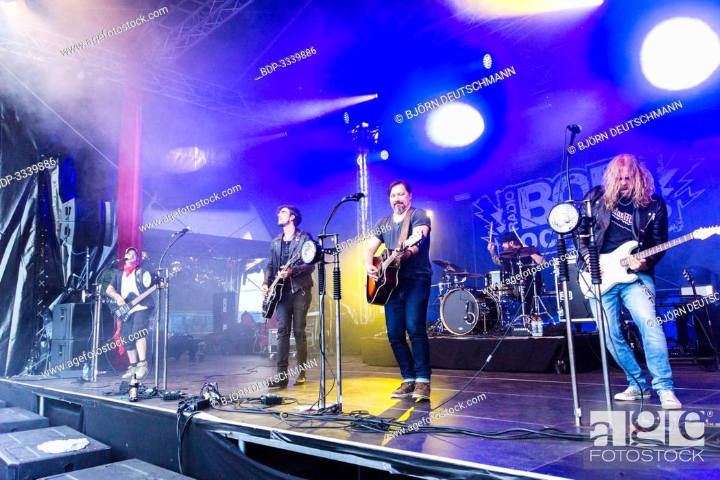 "Imagen: Kiel, Germany - June 28tht 2019: The Berlin Band """"Benner"""" is performing on the Radio BOB! Rockcamp during the 12th Kiel Week."