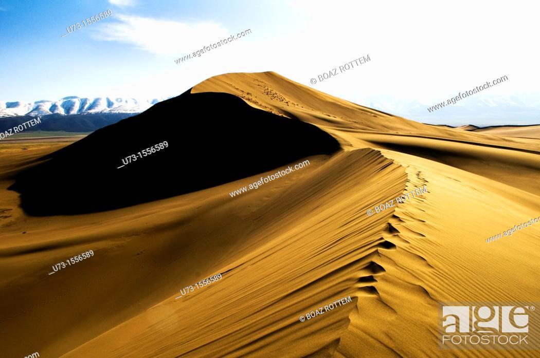 Stock Photo: Beautiful sand dune in Gobi desert in China.