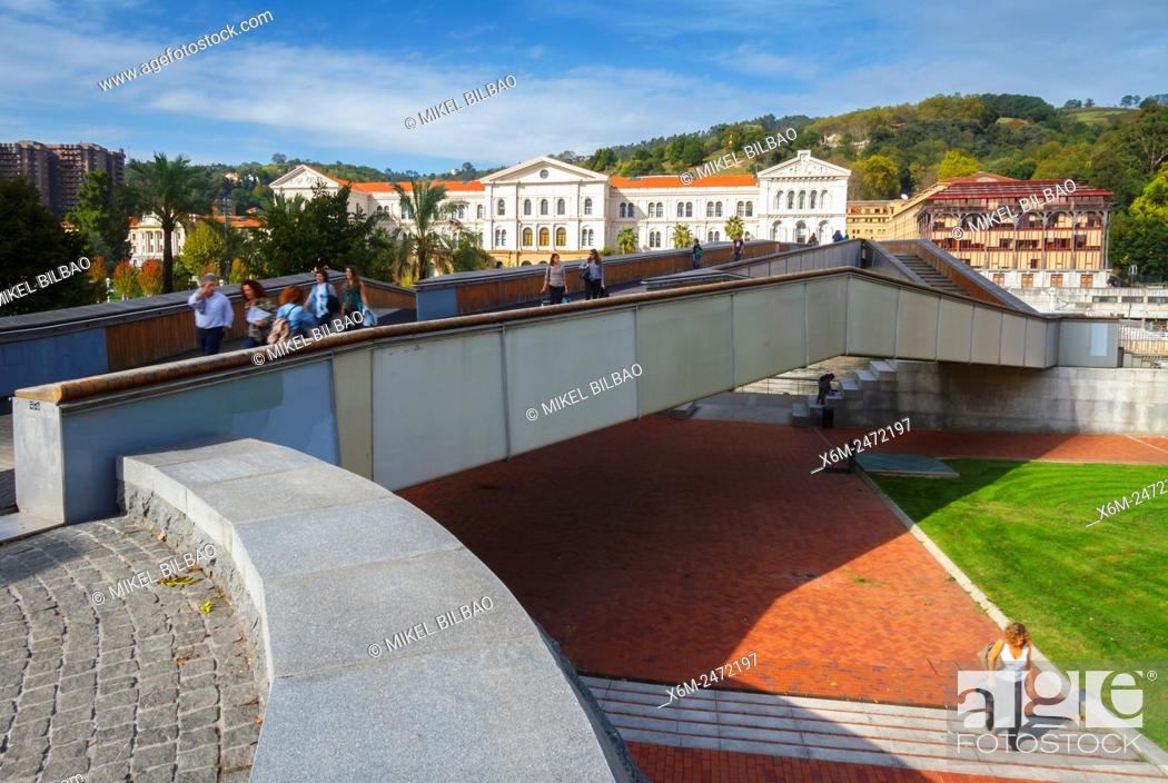 Imagen: Pedro Arrupe footbridge and University of Deusto. Bilbao, Biscay, Spain, Europe.
