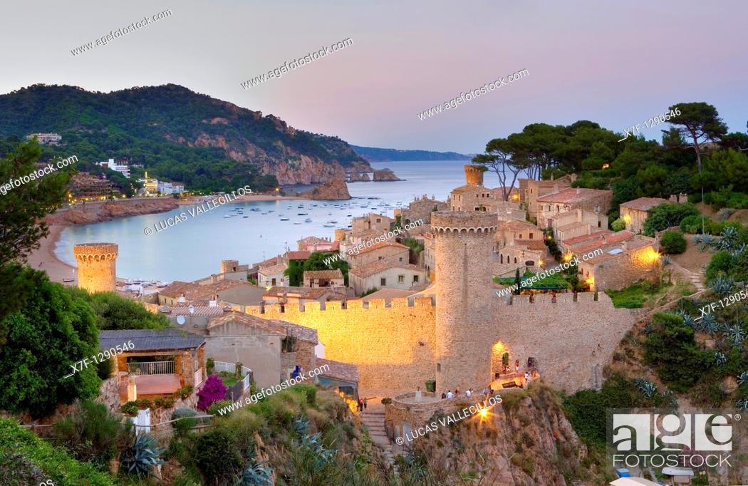 Photo de stock: Tossa de Mar  Walls of old city Villa Vella  In background Gran beach Costa Brava  Girona province  Catalonia  Spain.