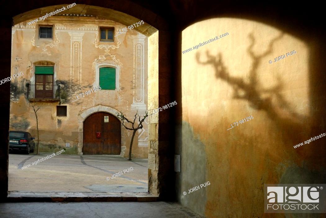 Stock Photo: Santes Creus, Alt Camp, Tarragona province, Catalonia, Spain.