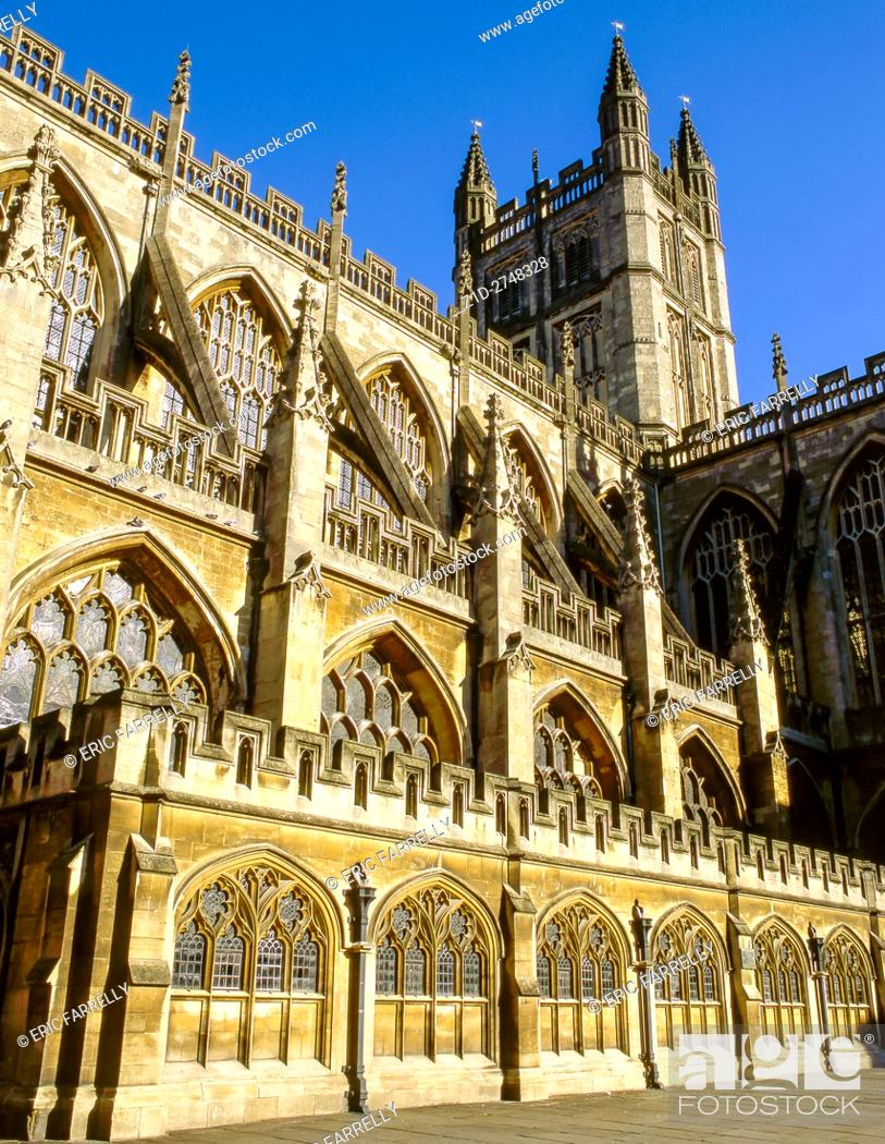 Imagen: The Abbey Church of Saint Peter and Saint Paul, Bath, commonly known as Bath Abbey, Somerset England UK.