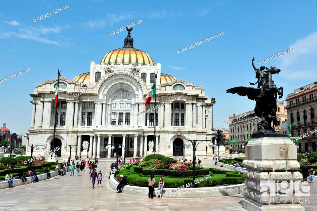 Stock Photo: The Fine Arts Palace, Palacio de Bellas Artes on in Mexico City, Mexico.
