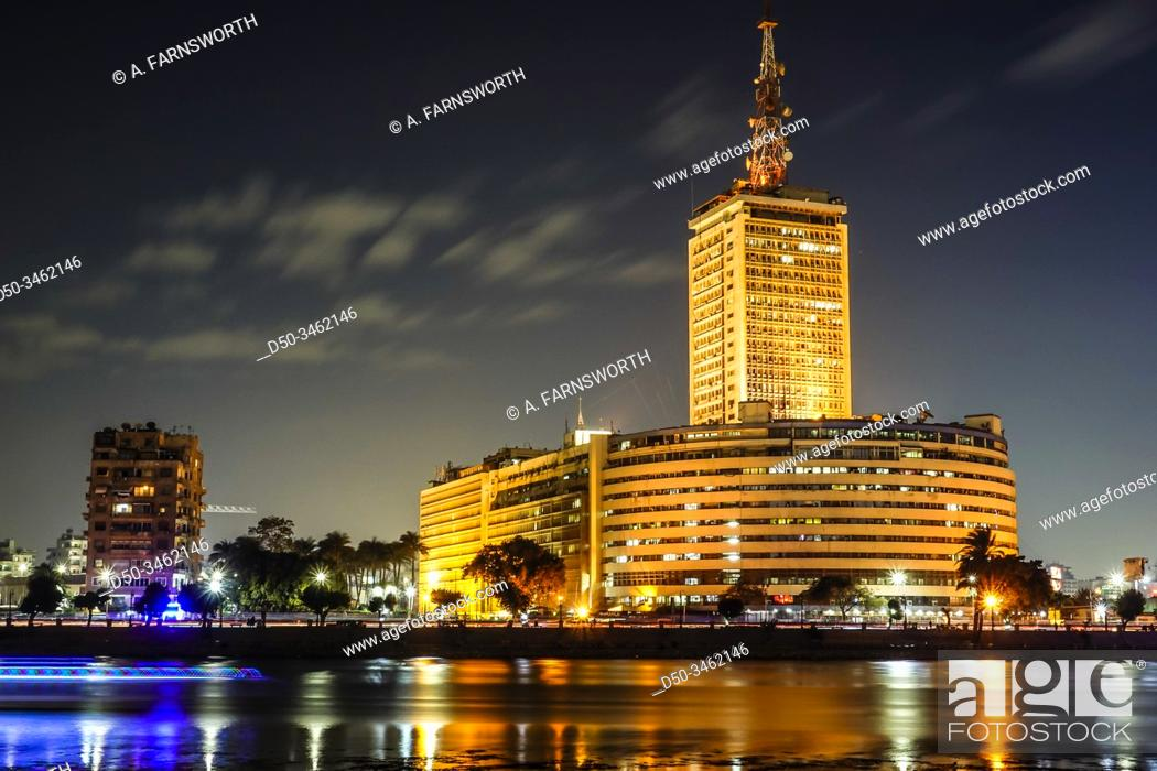 Imagen: Cairo, Egypt, Skyline at night and the Nile river.
