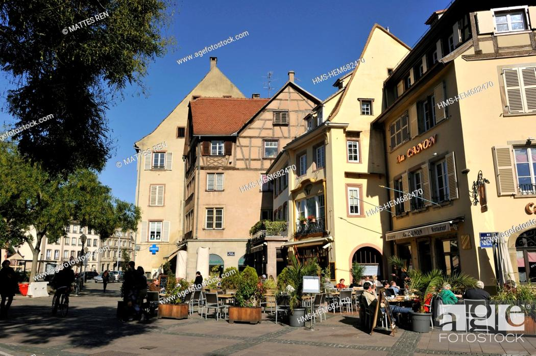 Stock Photo: France, Bas Rhin, Strasbourg, old city listed as World Heritage by UNESCO, Place du Corbeau.