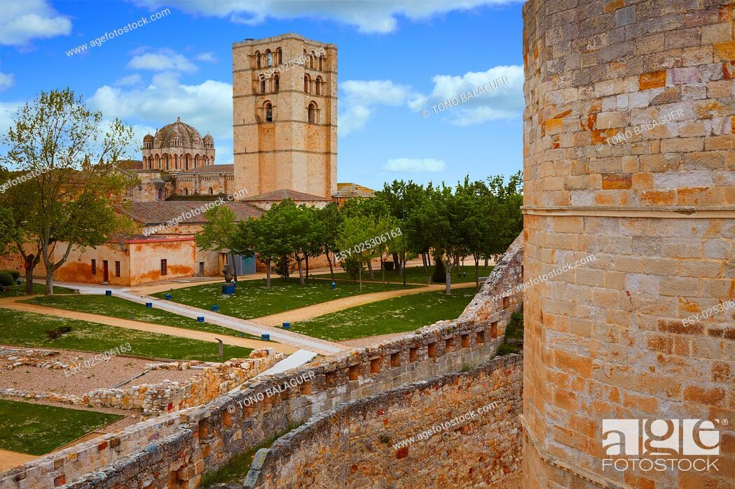 Stock Photo: Zamora Cathedral in Spain by Via de la Plata way to Santiago.