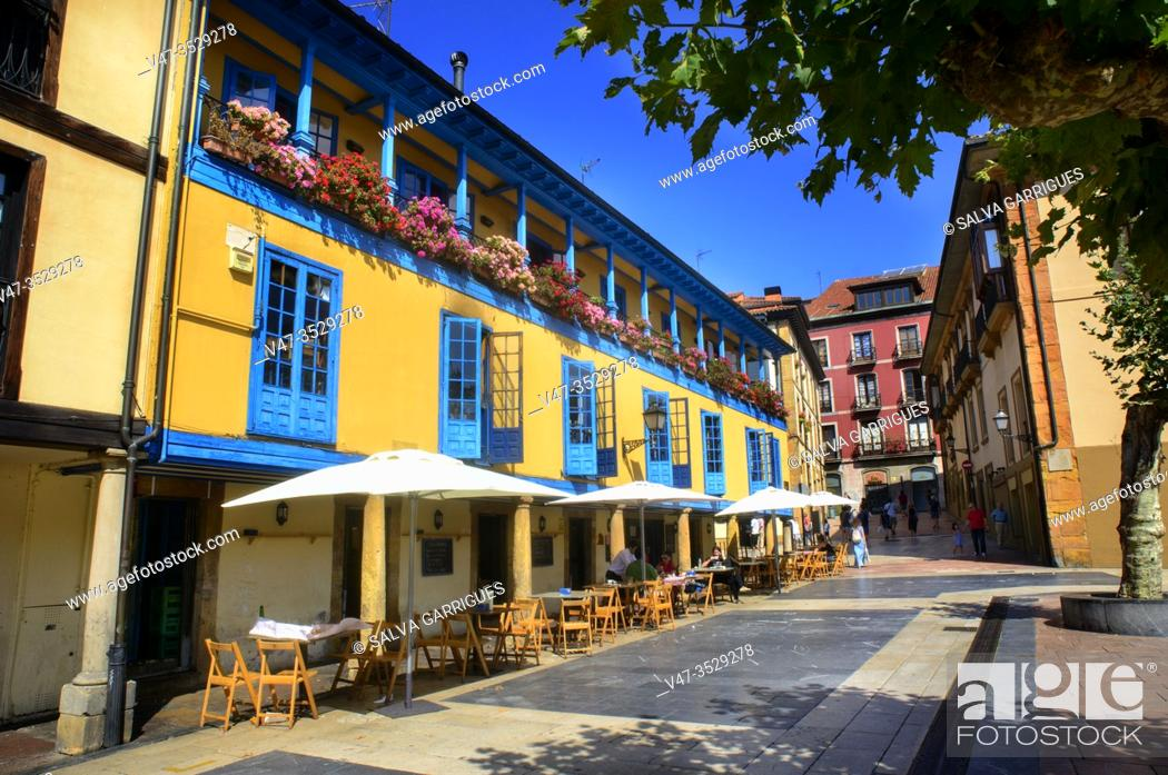 Imagen: Typical facade of the Asturian old buildings full of color, Plaza del Fontán, Oviedo, Asturias, Spain.