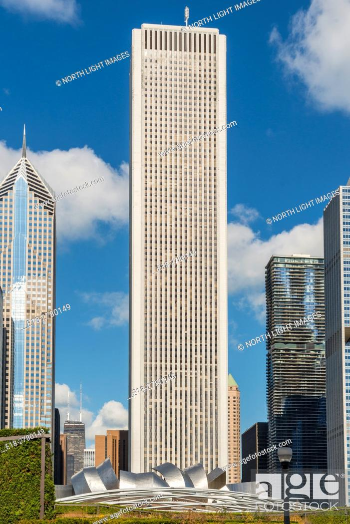 Stock Photo: USA, IL, Chicago. The Aon Center (formerly the Standard Oil Building), 83 storey office tower in the Loop District. Jay Pritzker Pavillion.