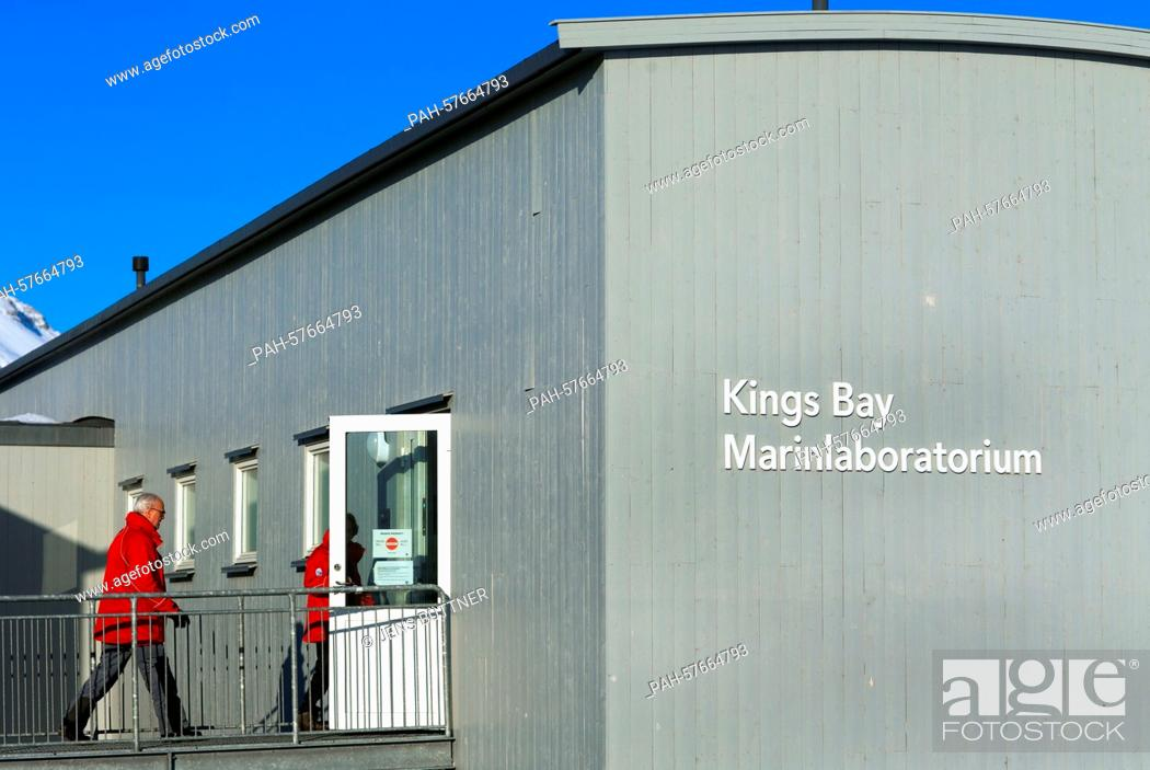 Imagen: Visitors enter the Kings Bay Marine Laboratory that has been reopened in 2005 in Ny-Alesund, Norway, 09 April 2015. Especially marine biologists and ecologists.