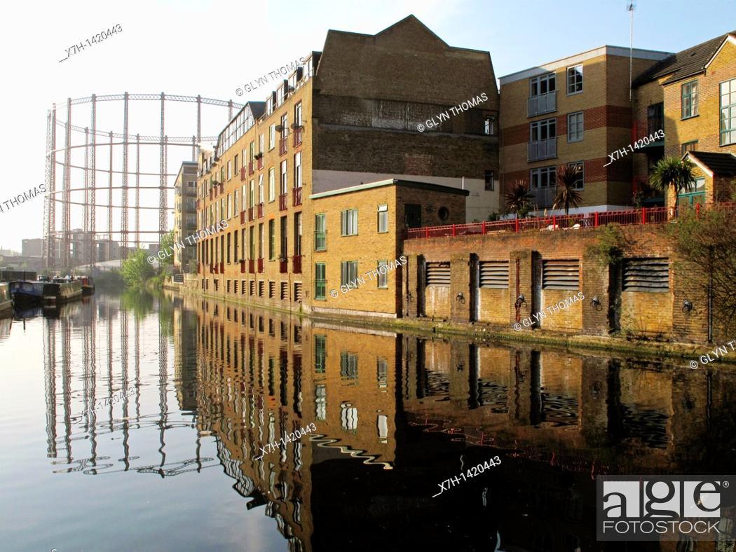 Stock Photo: Regent's Canal near Broadway Market, London, England.