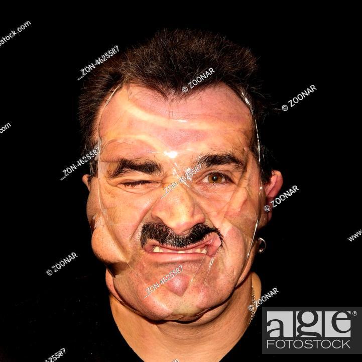 Mann Hat Den Kopf Mit Transparentem Klebeband Umwickelt Deformation