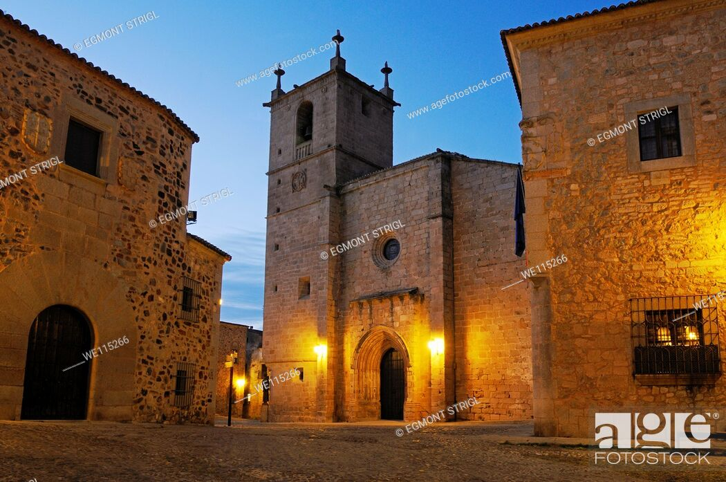 Imagen: historic oldtown, Ciudad Monumental of Caceres, Unesco World Heritage Site, Extremadura, Spain, Europe public ground.