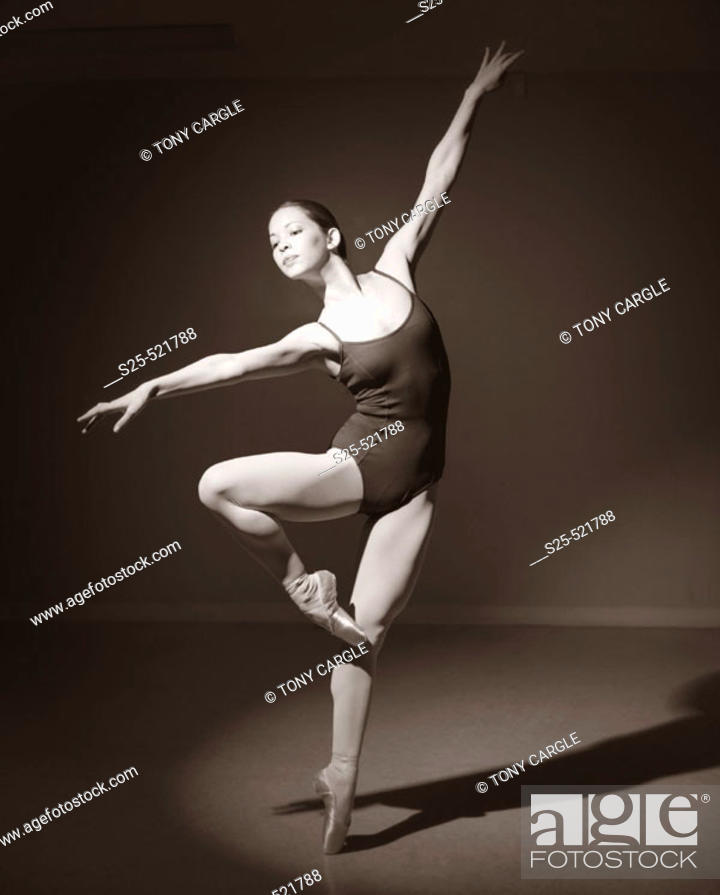 Stock Photo: Ballet Dancing Woman at Studio, Tustin, California, MR #1051.