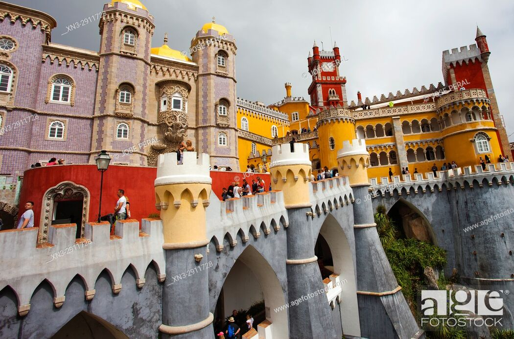 Imagen: Pena National Palace, Palácio da Pena, castle in São Pedro de Penaferrim, Sintra, Portugal, Europe.