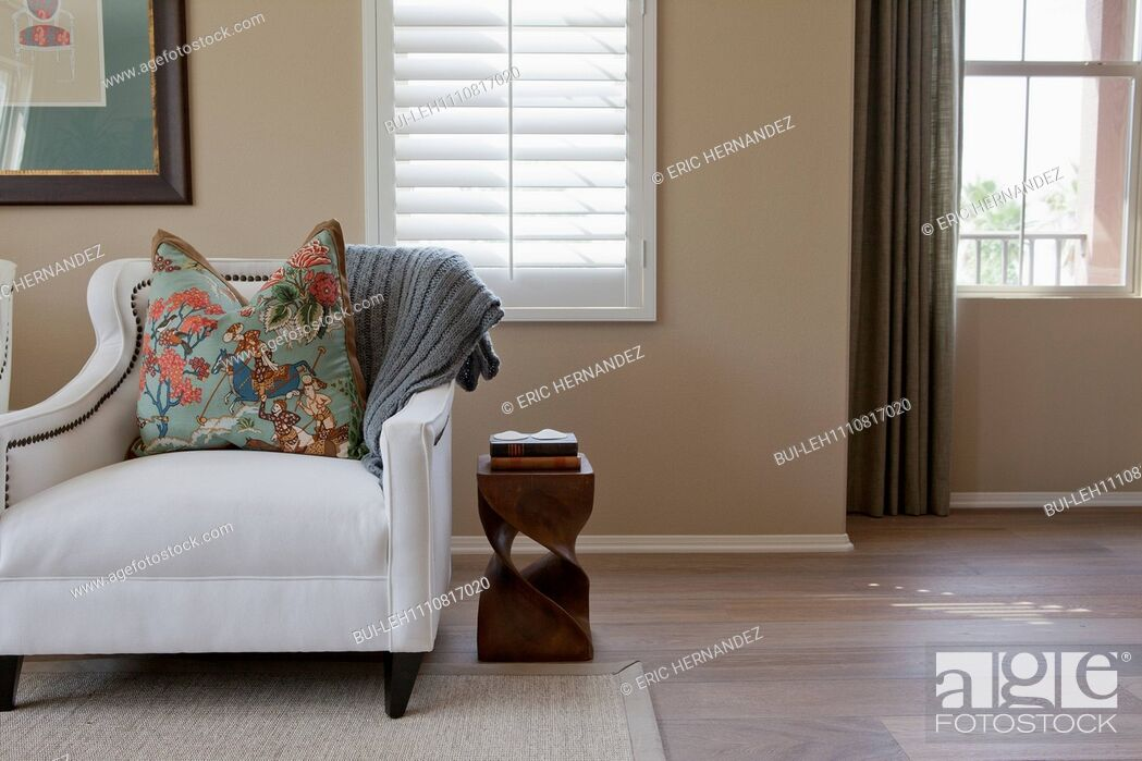 Imagen: Cushion on armchair in the living room at home; Irvine; California; USA.
