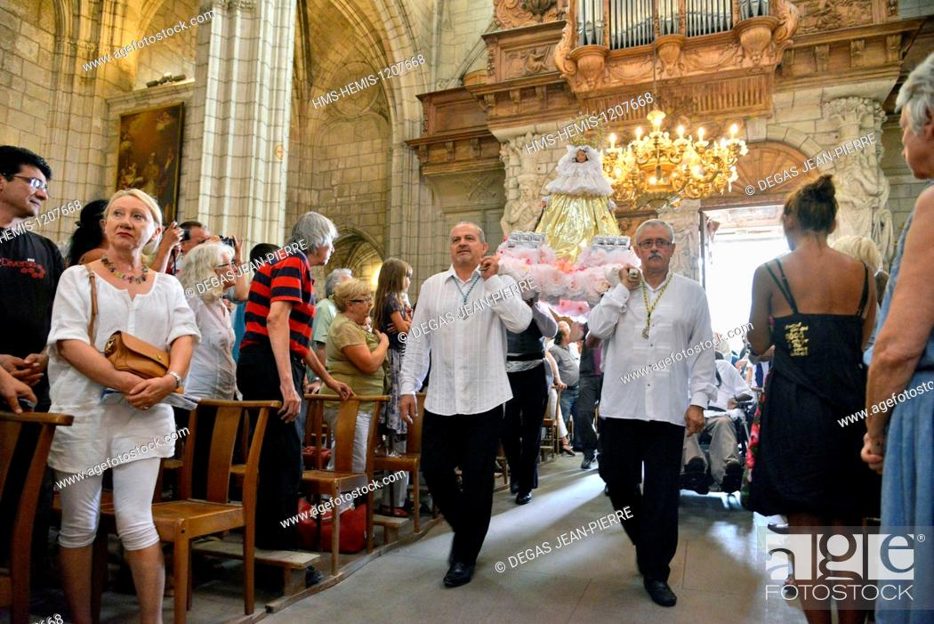 Stock Photo: France, Herault, Beziers, Cathedral Saint Nazaire, annual Feria, Flamenca mass, arrived from the virgin on the occasion of the mass of Romeria.