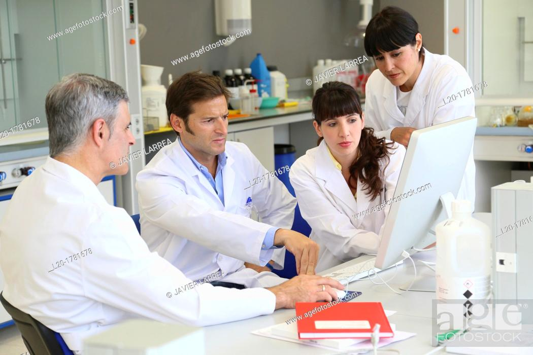 Stock Photo: Shinthesis Lab, Research Laboratory, R&D+i, Design and synthesis of new chemical entities with therapeutic applications in oncology.