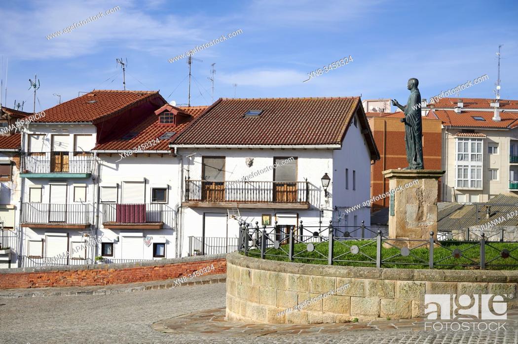 Imagen: César Vespasiano Augusto statue, Castro Urdiales, Cantabria, Spain, Europe.