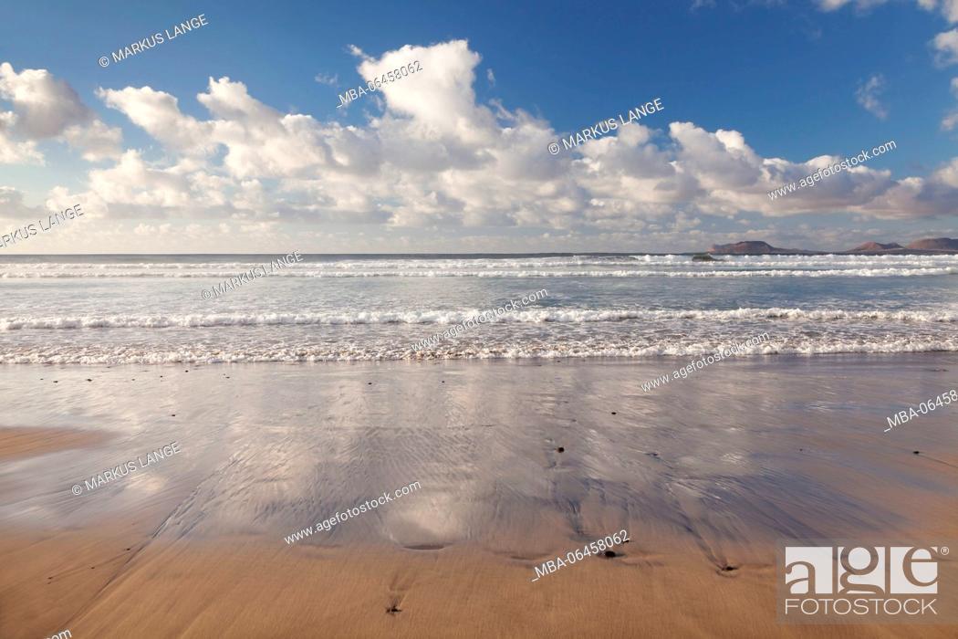 Stock Photo: View of the Framara beach to the island La Graciosa, Lanzarote, Canary islands, Spain.