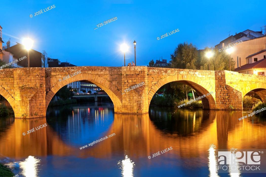 Stock Photo: Cabe river and Ponte Vella at night, Monforte de Lemos, Lugo province, Region of Galicia, Spain, Europe.