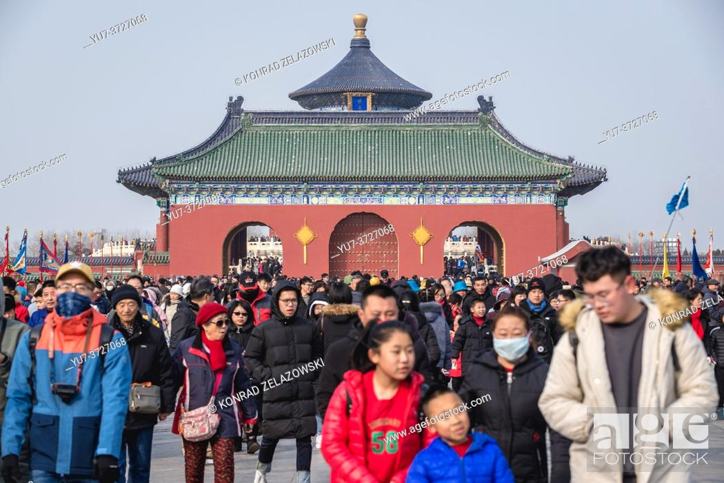 Photo de stock: Tourists on Danbi Bridge in Temple of Heaven in Beijing, China - view with roof of Hall of Prayer for Good Harvests.