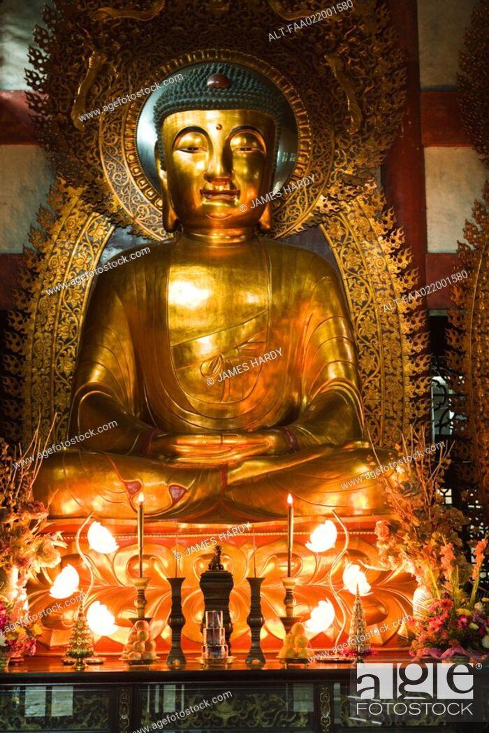Imagen: Buddha in temple.