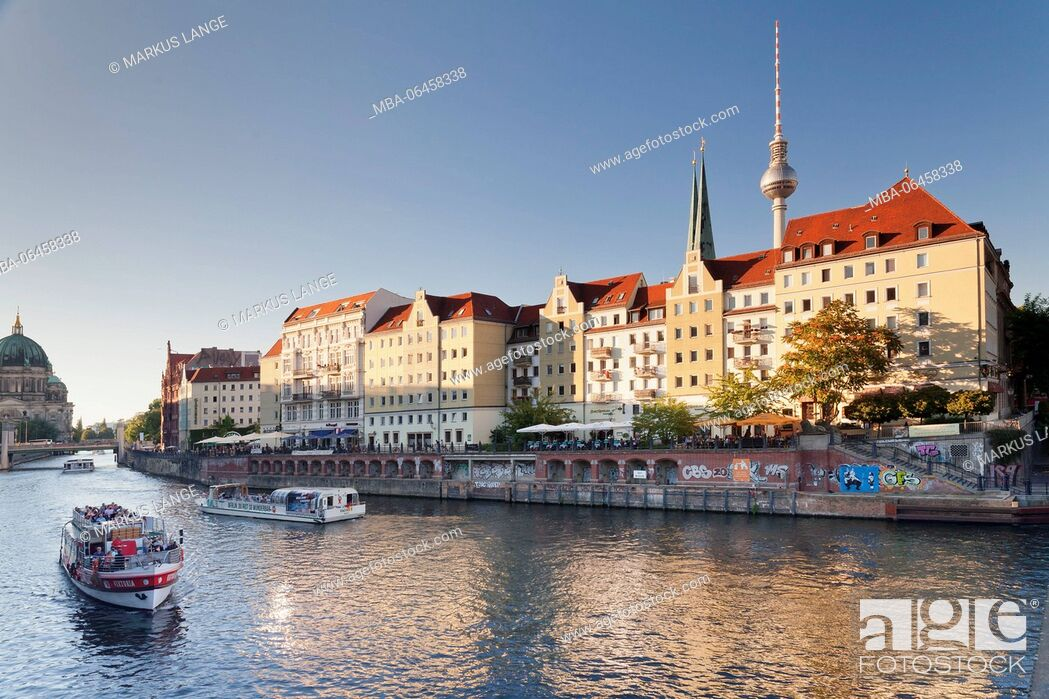 Imagen: The Spree in the Nicholas' Quarter, Berlin cathedral and television tower, Berlin, Germany.