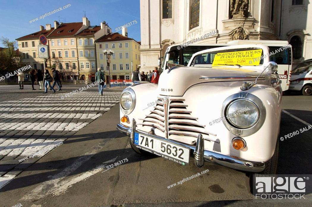 Imagen: Coche cla'sico turi'stico en Praga; Republica Checa.