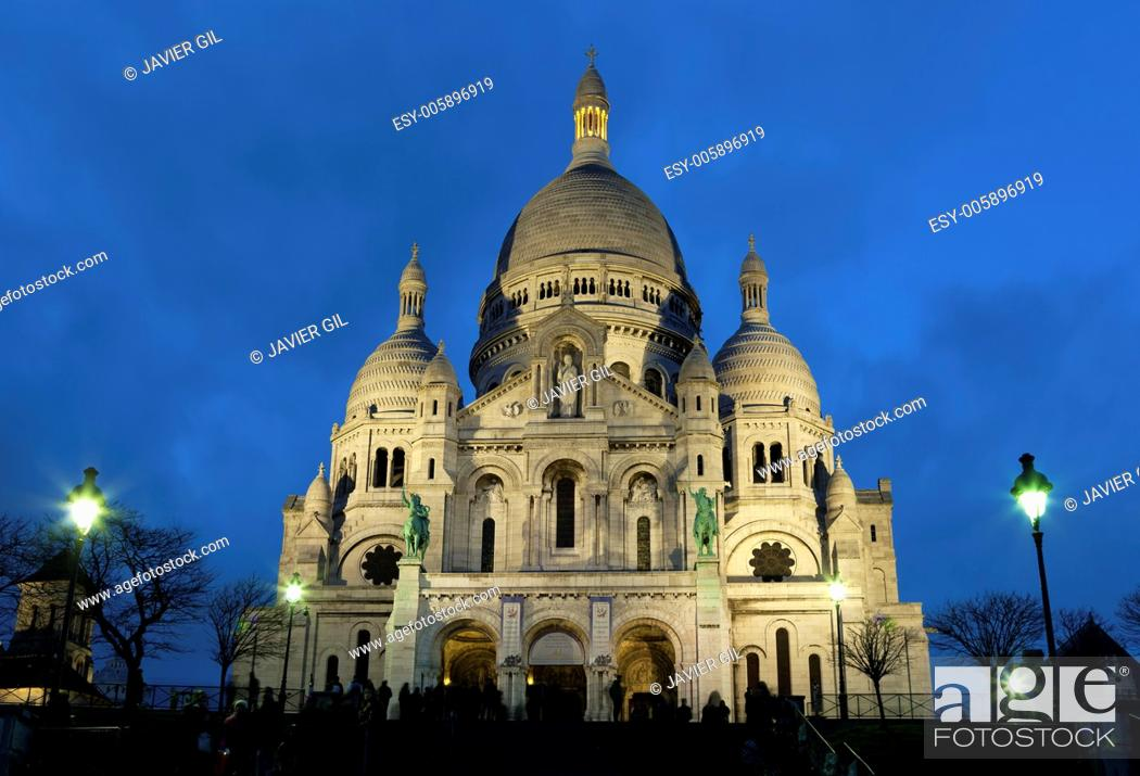 Stock Photo: Nightfall in the sacre coeur, Montmartre, Paris, Ile de France, France.