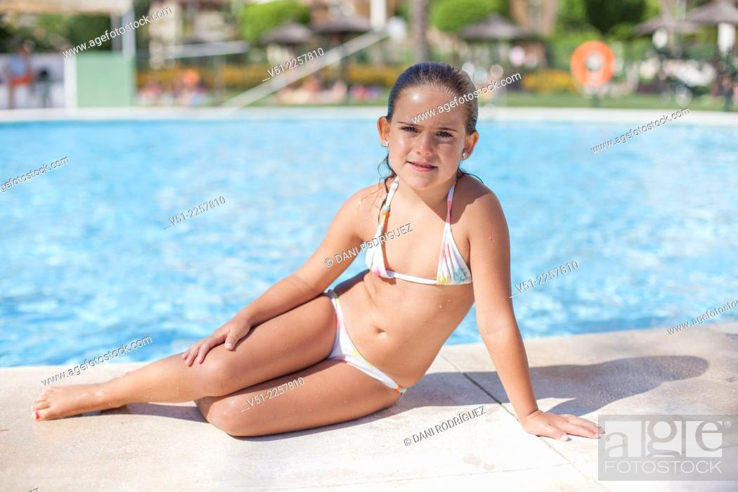 Stock Photo: Pretty young girl in swimming pool.