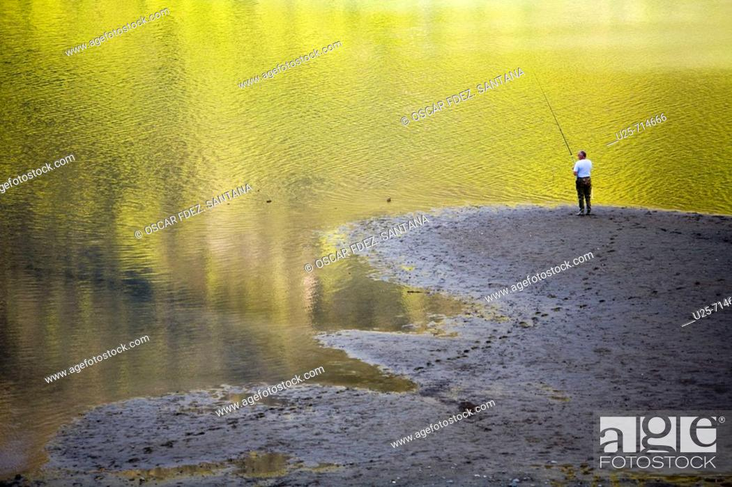 Stock Photo: Fabreges lake. French Pyrenees National Park. Midi Pyrenees. France.
