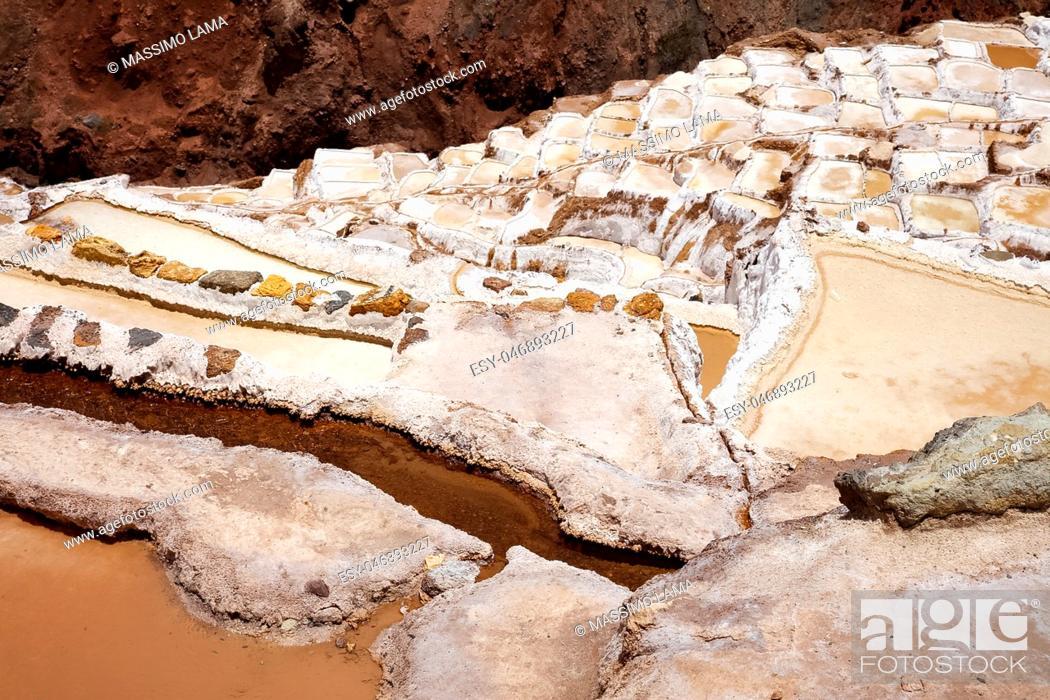 Imagen: The salt evaporation pond at Maras (Salinas de Maras) near Cusco, Peru.