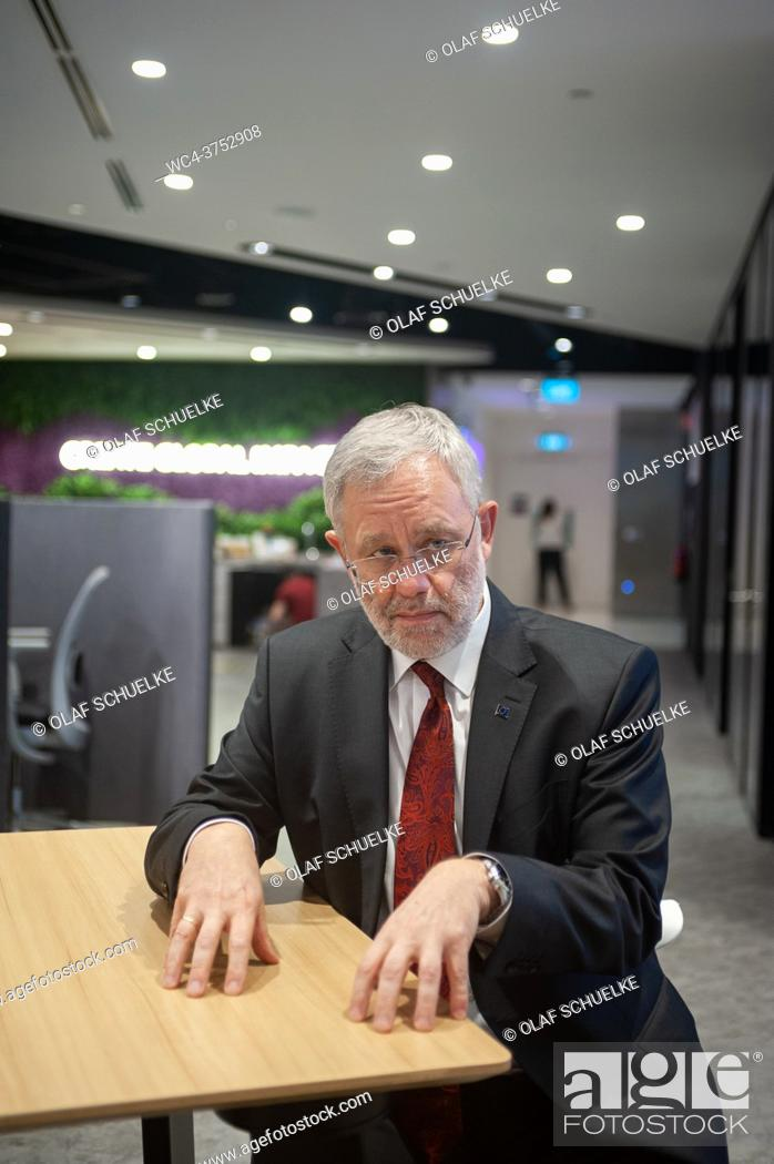 Imagen: Singapore, Republic of Singapore, Asia - Portrait of Peter Meinshausen, Regional President Evonik Asia Pacific South of the German chemical company Evonik.