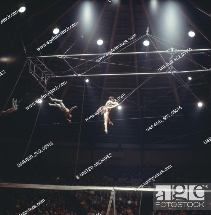 Imagen: Zirkus Krone in München, 1981. Performance in Circus Krone in Munich, 1981.