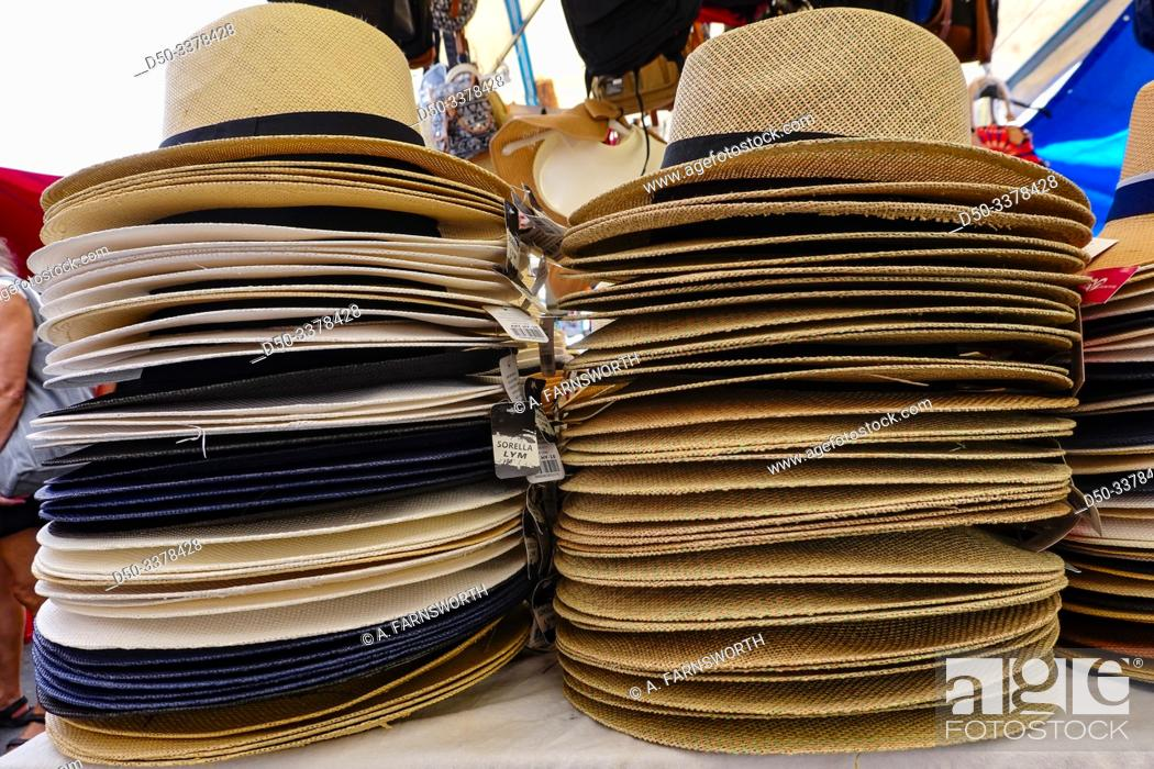 Imagen: Syracuse, Sicily, Italy Sun hats for sale in the market.