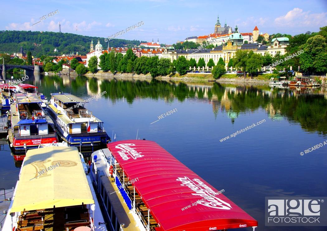 Imagen: The Vultava and the Prague Castle.
