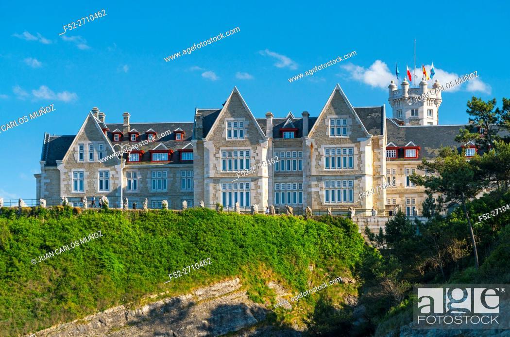 Stock Photo: Magdalena Peninsula and Palace, Santander Bay, Santander, Cantabria, Spain, Europe.