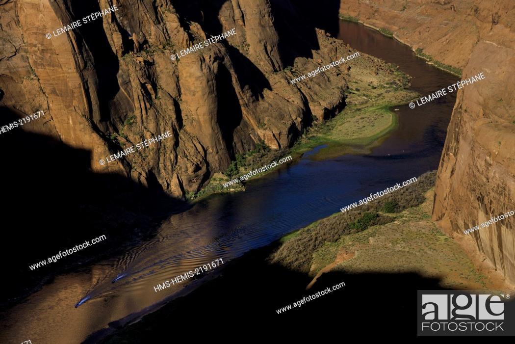 Stock Photo: United States, Arizona, Page, Glen Canyon National Recreation Area, Horseshoe Bend and the river Colorado.