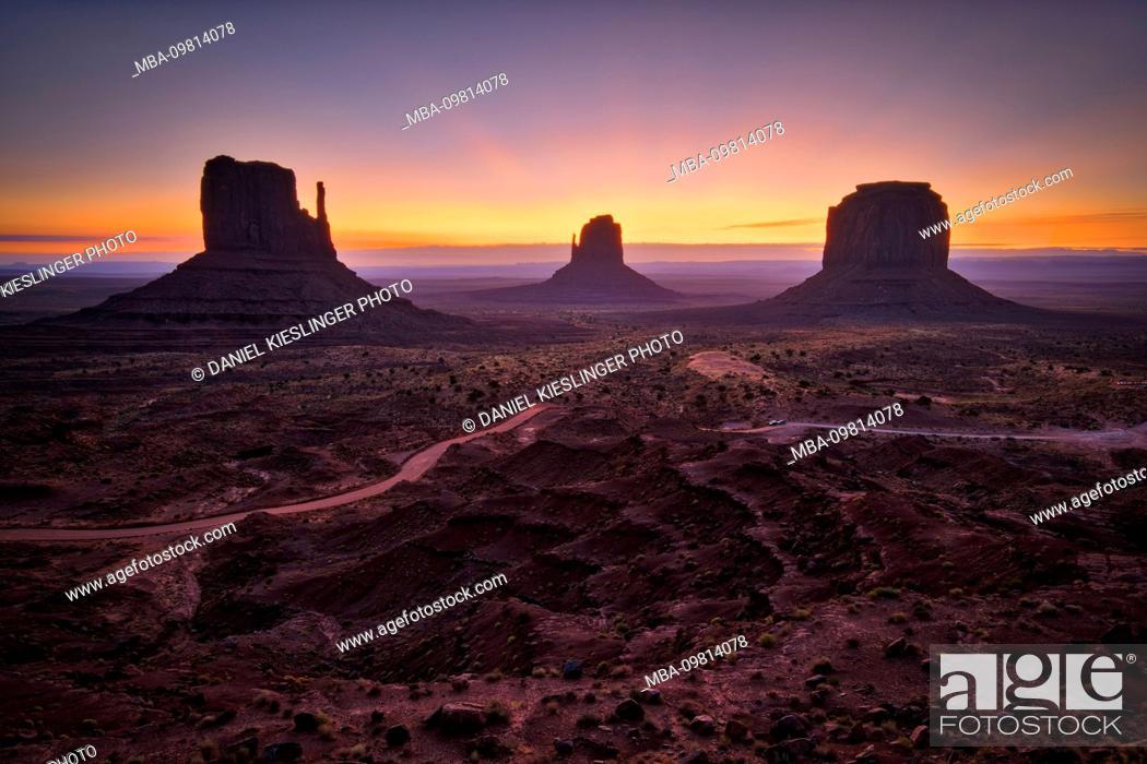 Photo de stock: USA, United States of America, Monument Valley, Navajo Reserve, Utah, Colorado Plateau, Mexican Hat, Four Corner Region, Olijato, Arizona.