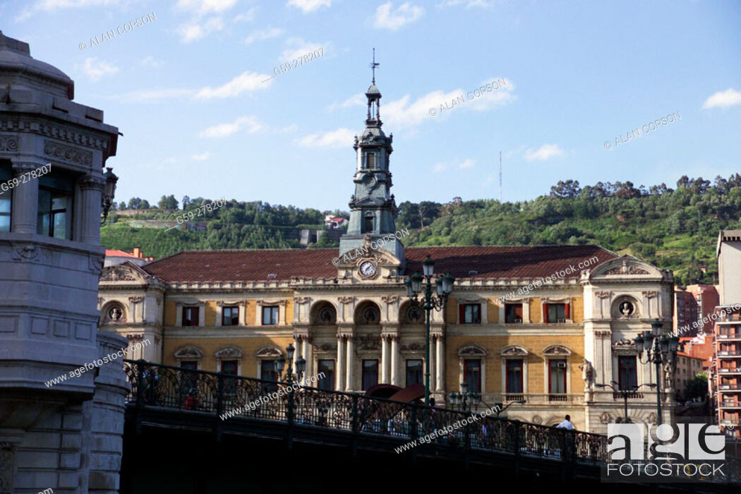 Stock Photo: Town Hall building and bridge over the Ria de Bilbao. Bilbao. Biscay. Basque Country. Spain.
