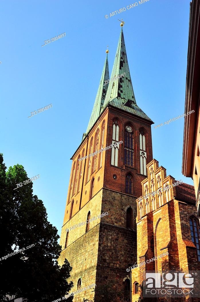 Imagen: St. Nicholas' Church at the Nikolaiviertel -Nicholas' Quarter-. Berlin, Germany.