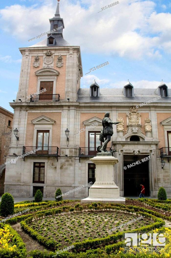 Stock Photo: Plaza de la Villa, Madrid, Spain.