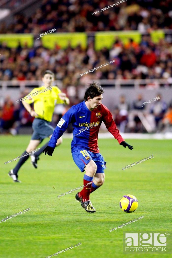 15b9b1774c9 Stock Photo - Spanish League 2008-09 (november 29, 2008): Sevilla FC vs. FC  Barcelona. Estadio Ramón Sánchez Pizjuán. Leo Messi (F.C. Barcelona) plays  the ...