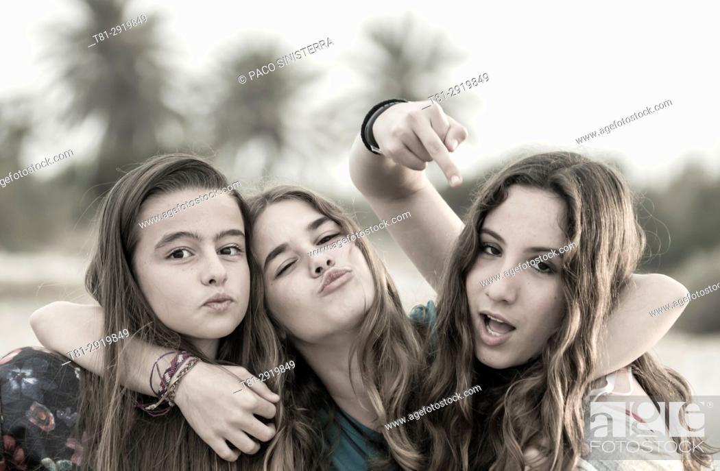 Imagen: Girls threatening, Madrid, Spain.