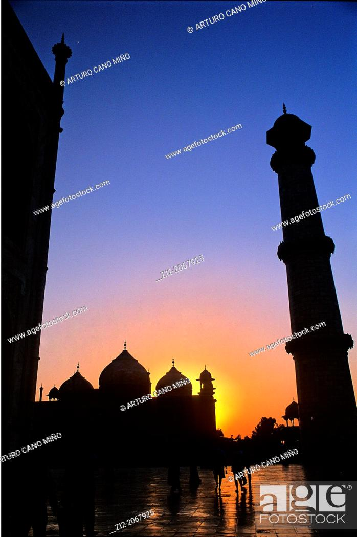 Stock Photo: Sunset at Taj Mahal, Agra, Uttar Pradesh State, India.