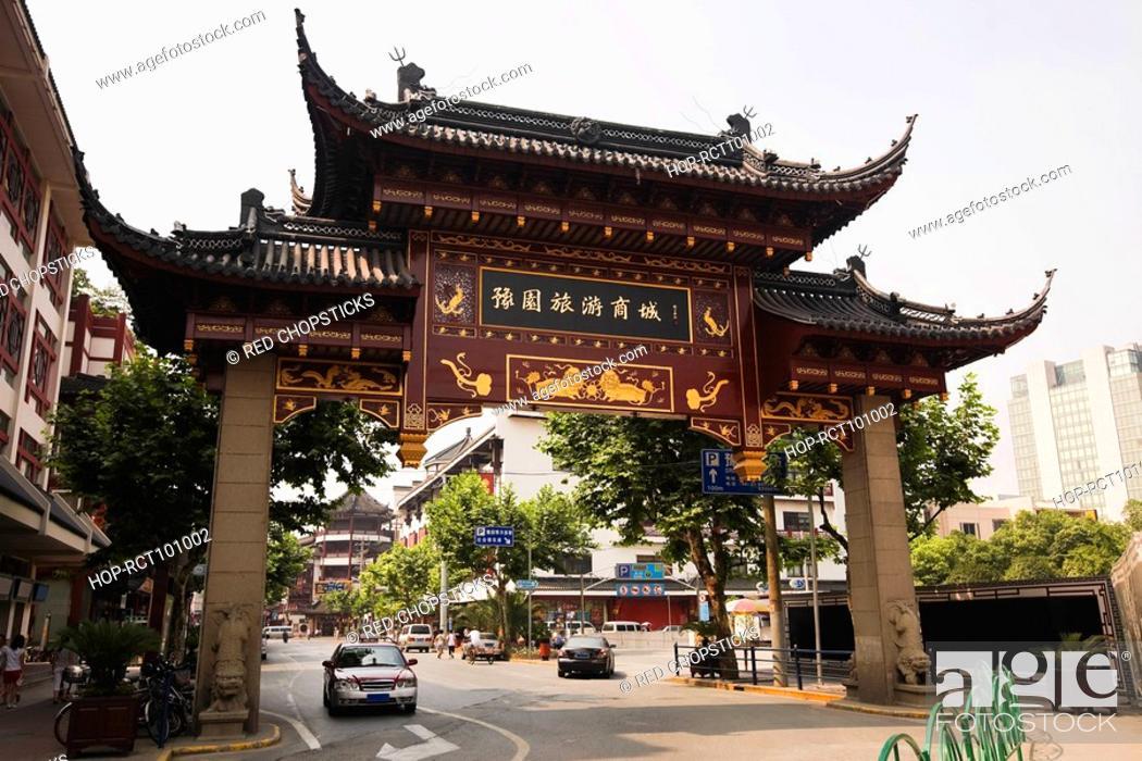 Stock Photo: Low angle view of a gate, Yu Yuan Gardens, Shanghai, China.