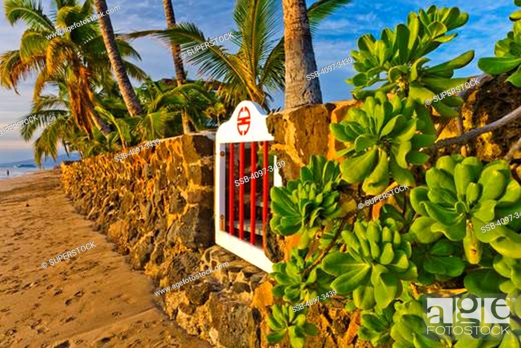 Stock Photo: Stone wall on the beach, Lahaina, Maui, Hawaii, USA.