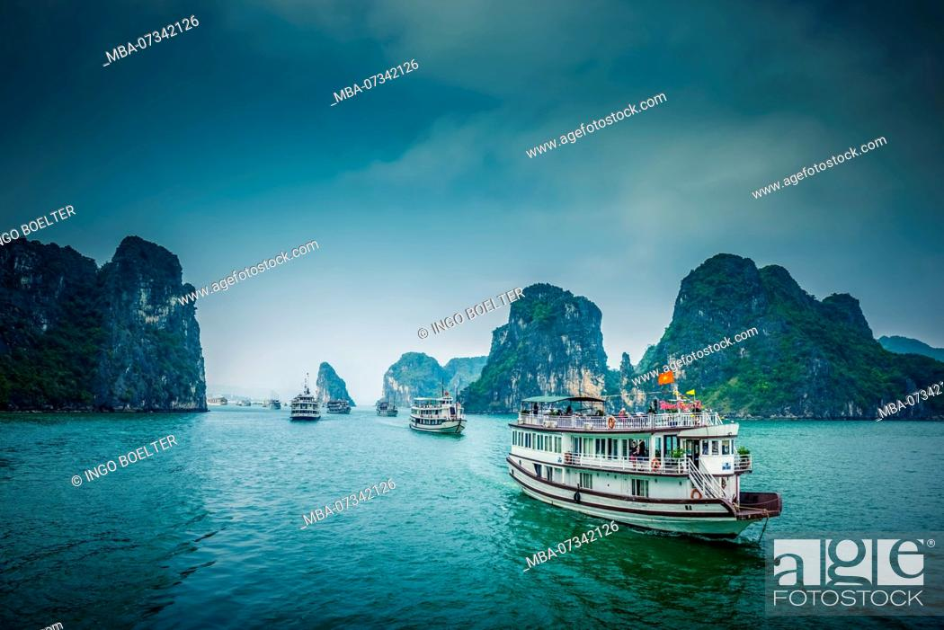 Stock Photo: Asia, Vietnam, Quang Ninh province, Halong Bay.